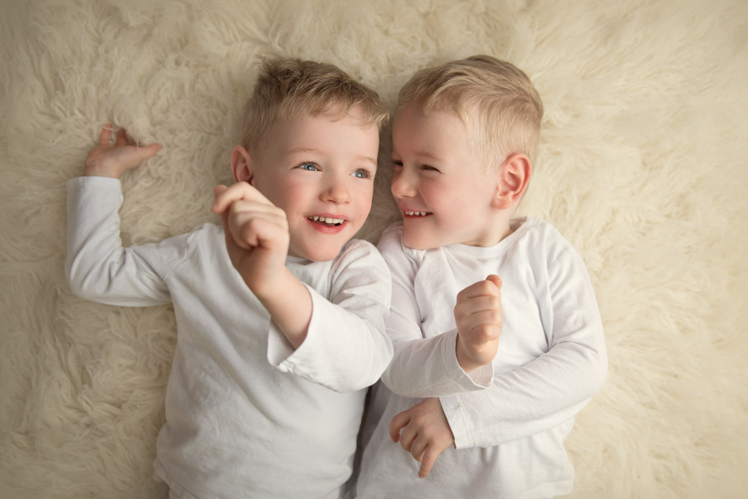 twin boys indoor sessions by siobhan kelly photography auckland photographer