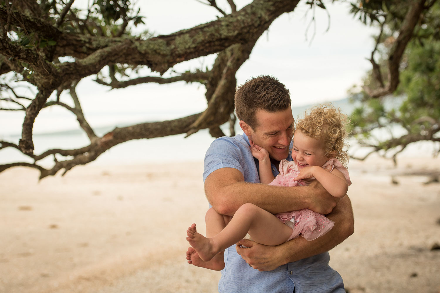 dad and child family portrait by auckland photographer siobhan kelly photography