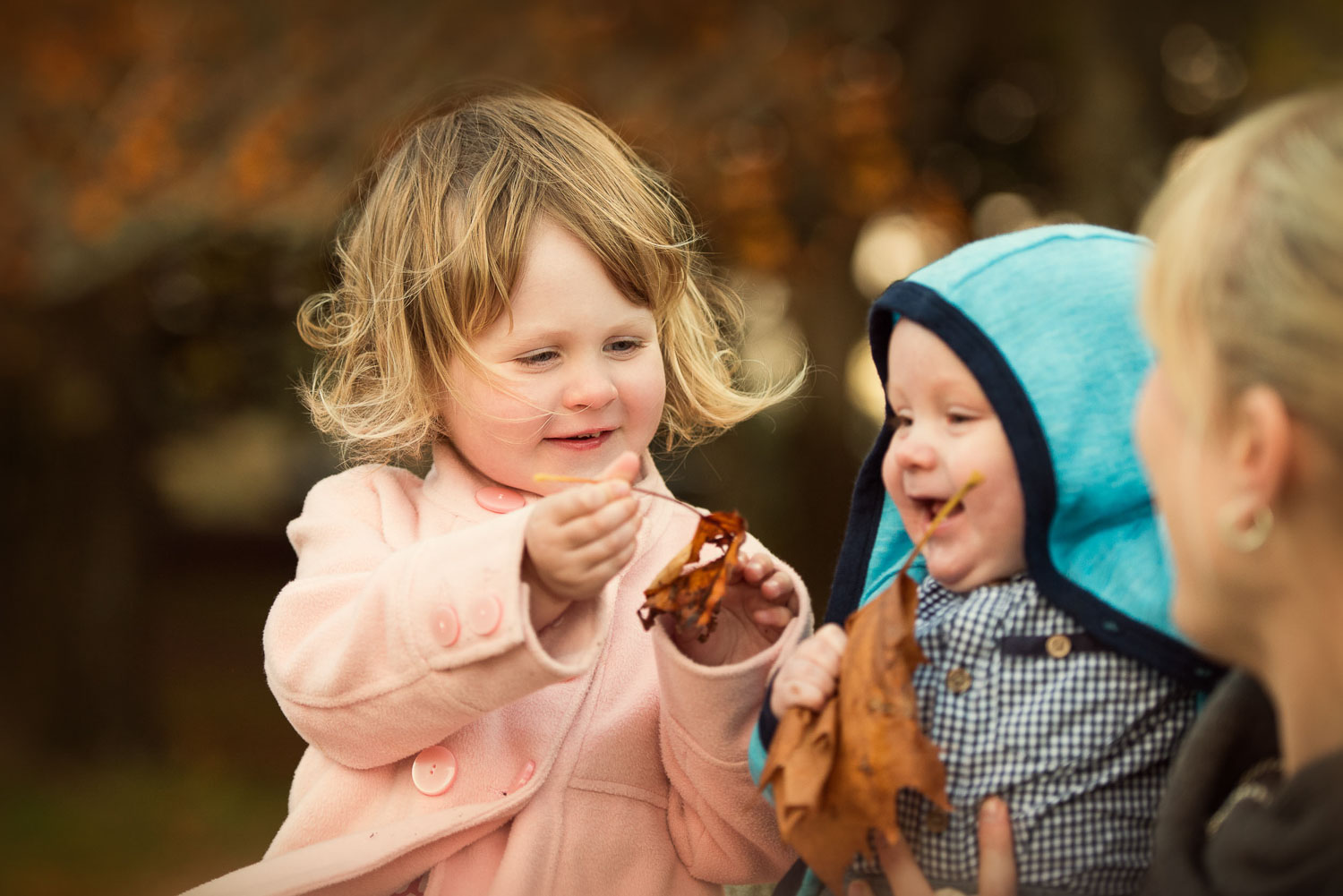 children playing together photography by siobhan kelly photography