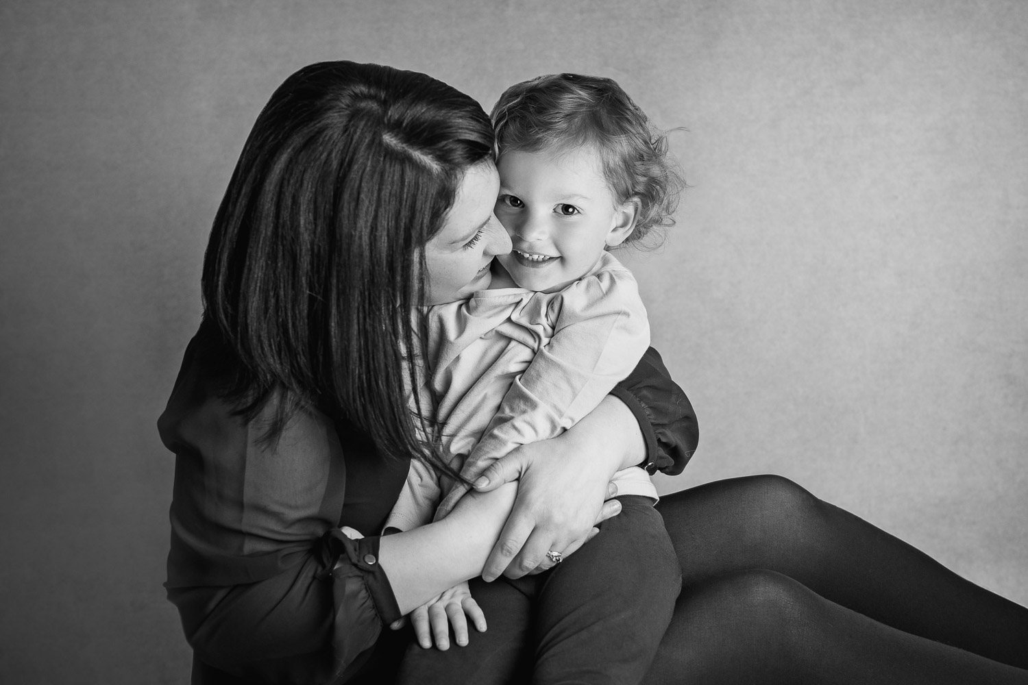 photo of mum and child by auckland photographer siobhan kelly photography
