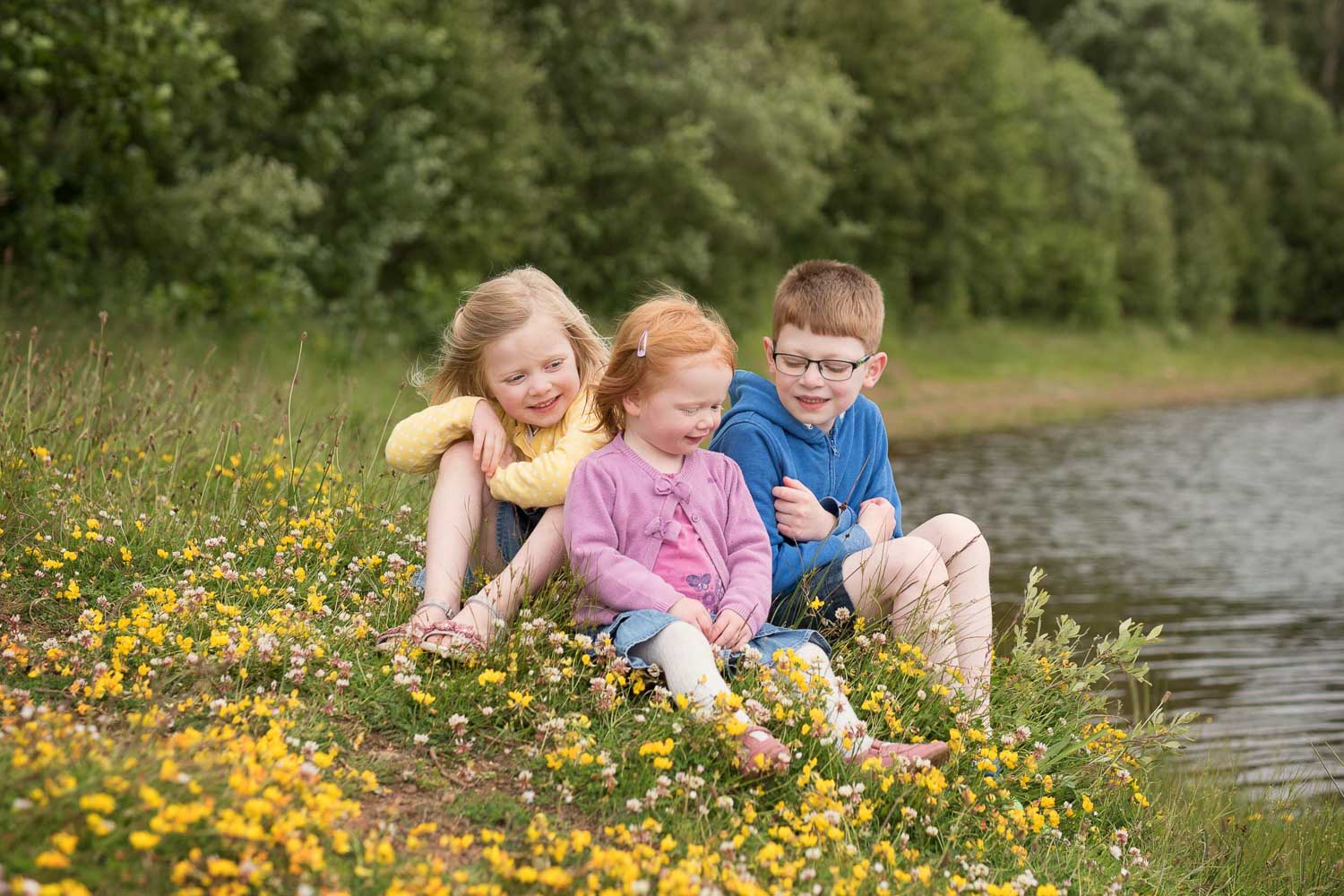 siblings by river photo by siobhan kelly photography