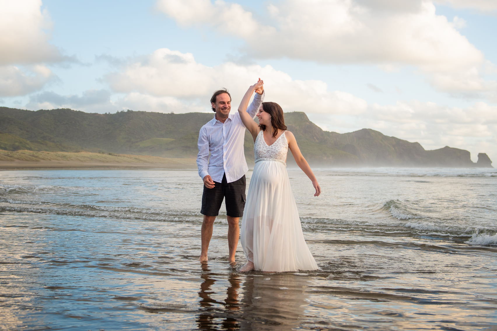 maternity photography at beach by auckland photographer siobhan kelly photography