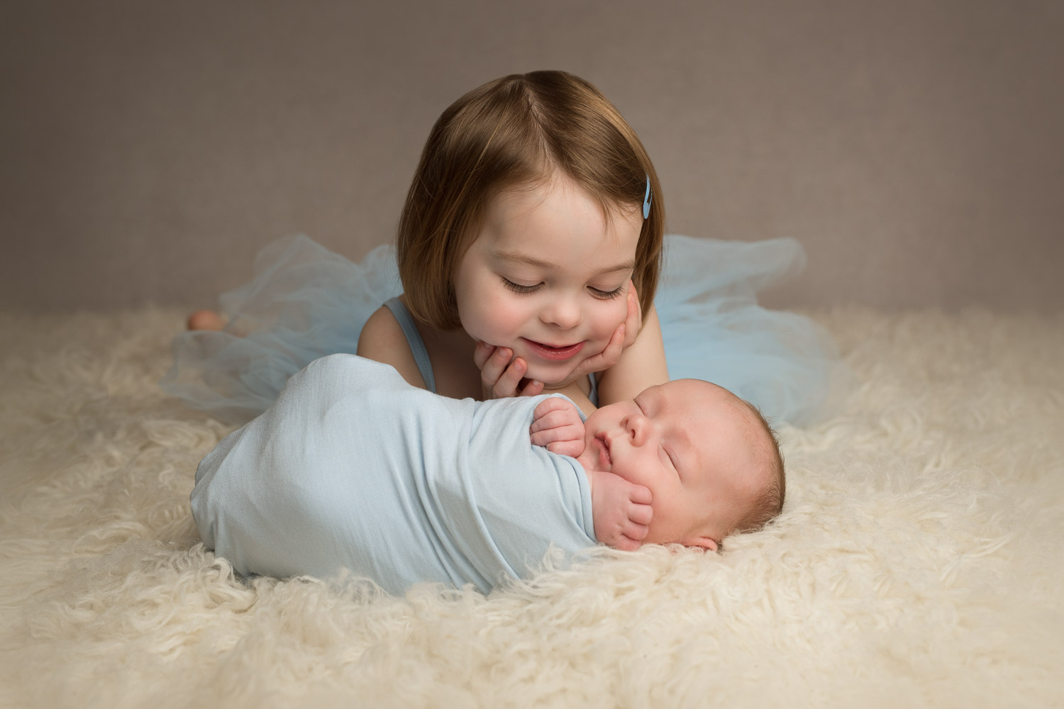newborn baby and sister by siobhan kelly photography