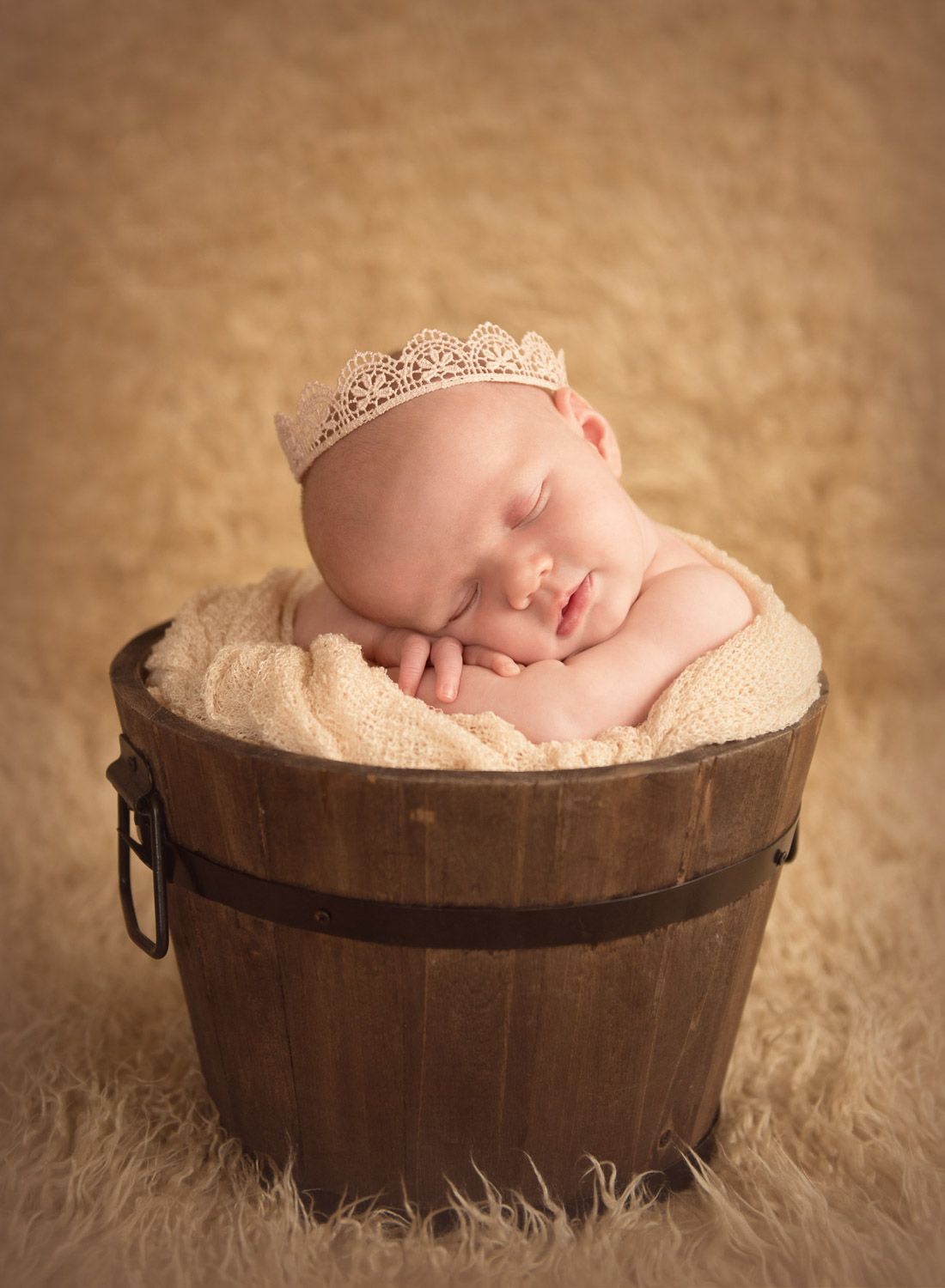 baby in bucket photo by siobhan kelly photography