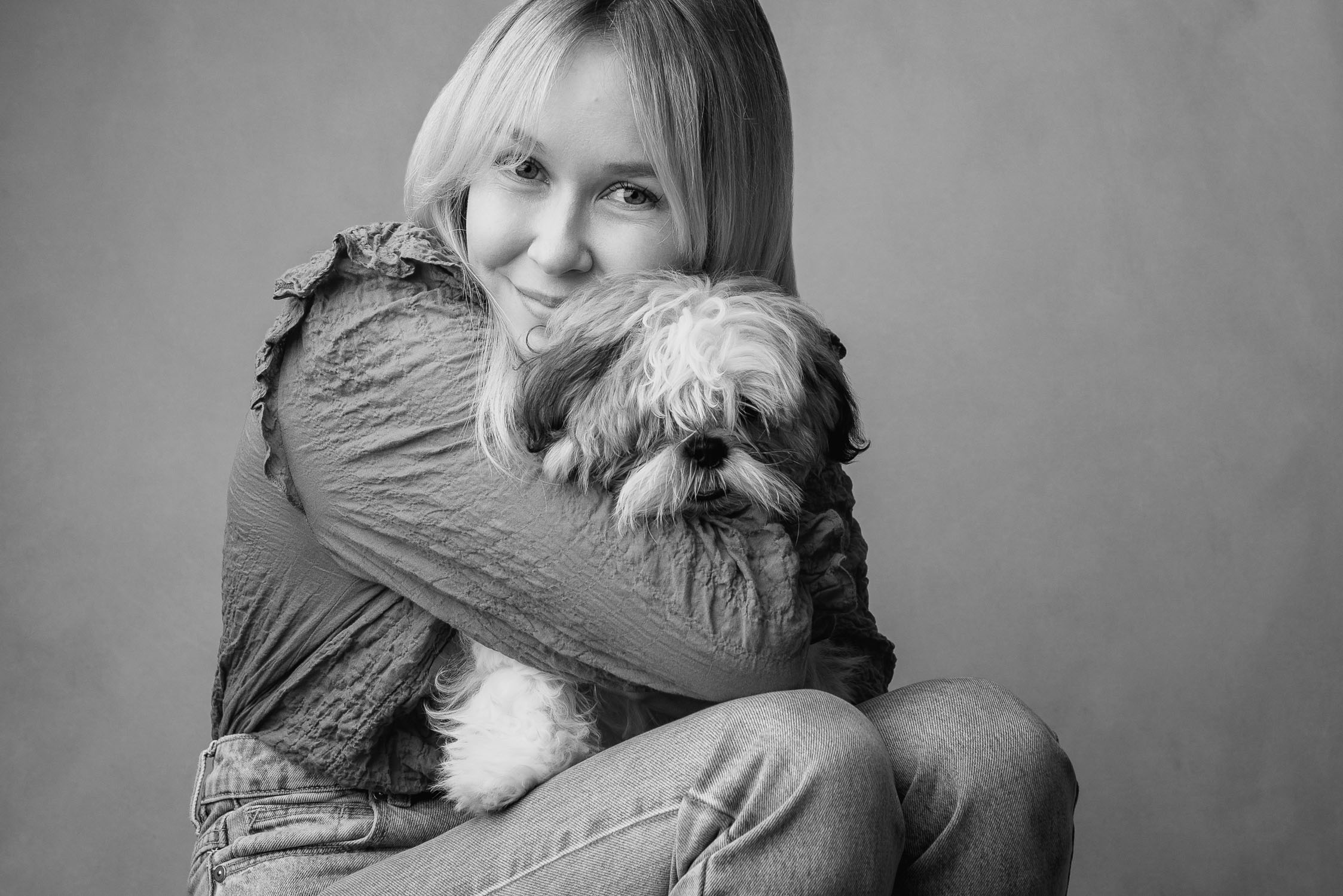 dog and mum by auckland dog photographer siobhan kelly photography